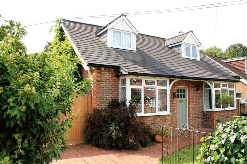 3 Bedrooms Detached House for sale in Daux Avenue, Billingshurst