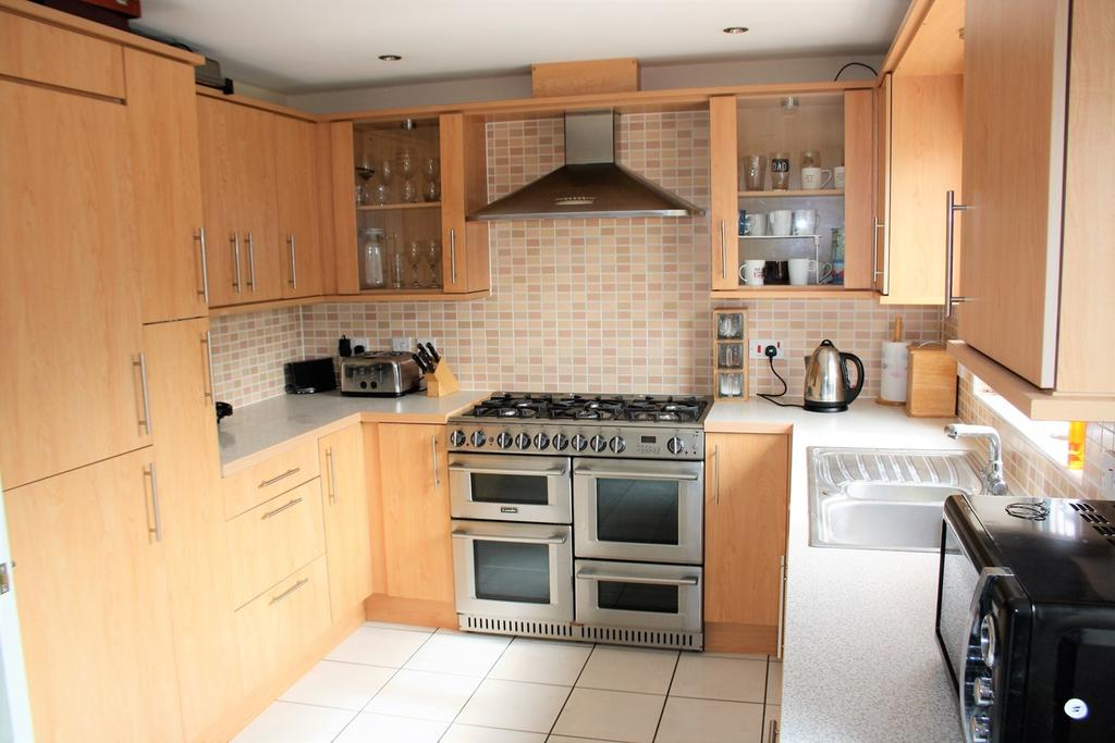 3 Bedrooms Terraced House for sale in Badger Lane, Bourne, PE10