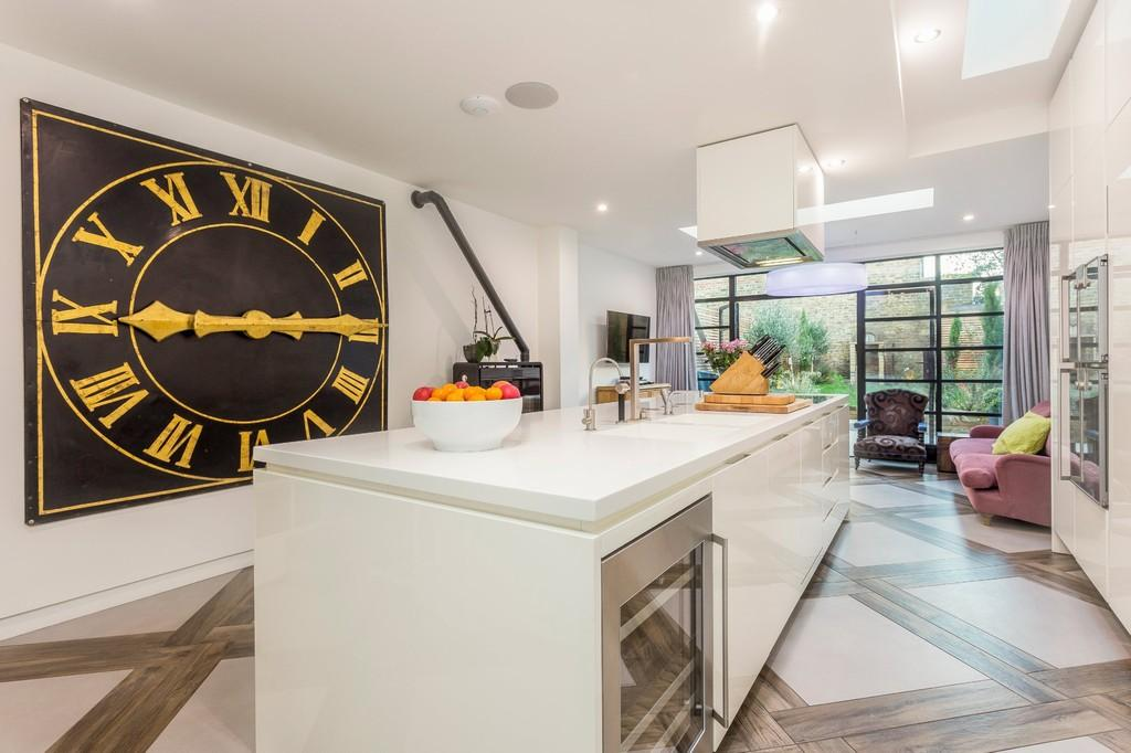 5 Bedrooms Terraced House for sale in St Ann's Crescent, London