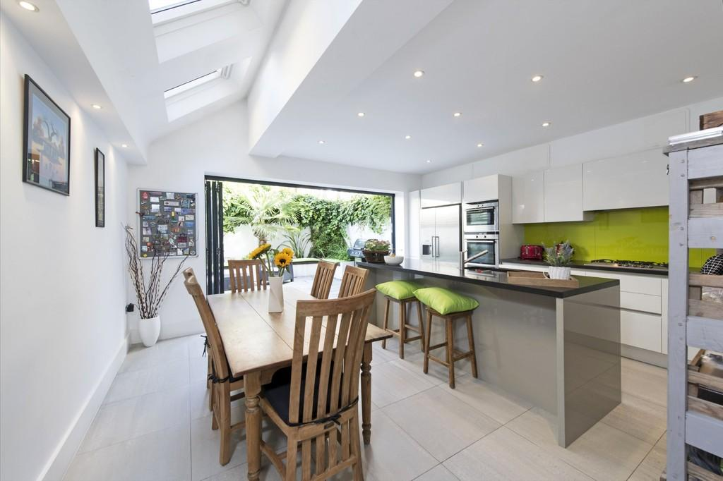4 Bedrooms Terraced House for sale in Broomwood Road, Battersea, London