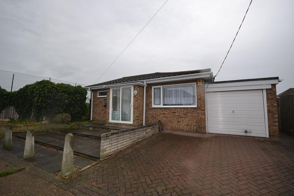 2 Bedrooms Detached Bungalow for sale in Pembroke Avenue, Corringham, Stanford-le-Hope, SS17