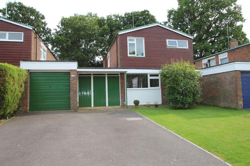 4 Bedrooms Detached House for sale in Bloxham Road, Cranleigh
