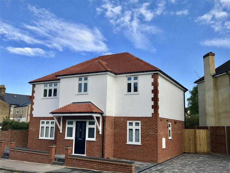 4 Bedrooms Detached House for sale in Royal Oak Road, Bexleyheath
