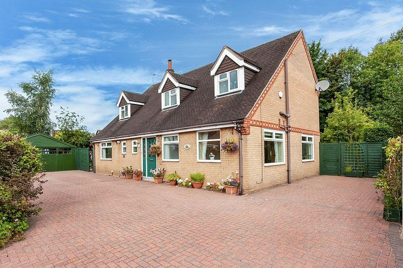 4 Bedrooms Detached House for sale in Cross Lane, Congleton