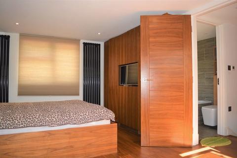4 bedroom semi-detached house for sale - Stuart Avenue, London