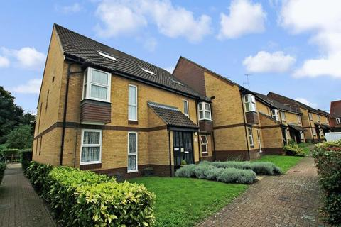 Studio to rent - Heatherbank Close, Crayford
