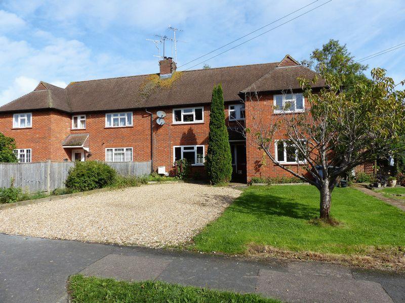2 Bedrooms Ground Maisonette Flat for sale in Ewhurst