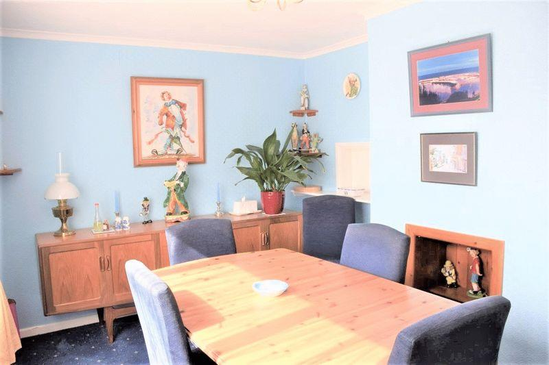 3 Bedrooms Semi Detached House for sale in SPACIOUS SEMI-DETACHED - GERRARDS GREEN, BEAMINSTER