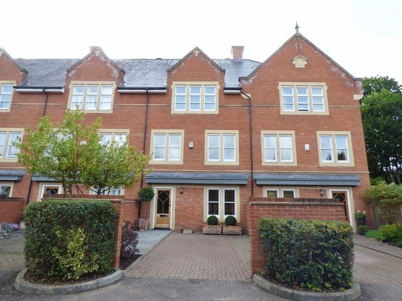 4 Bedrooms Town House for sale in LEATHERHEAD
