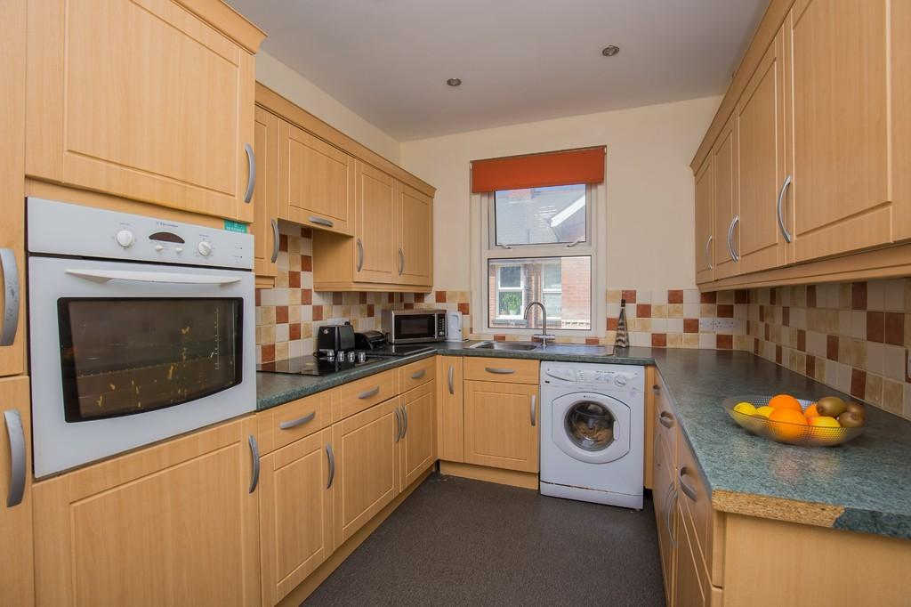 2 Bedrooms Flat for sale in Station Road, Newton Abbot