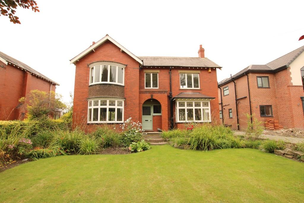 4 Bedrooms Detached House for sale in Thornes Road, Thornes
