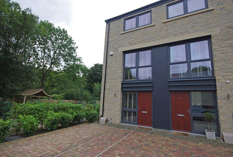 3 Bedrooms Town House for sale in 1 Riverside Court, Ripponden, HX6 4BW