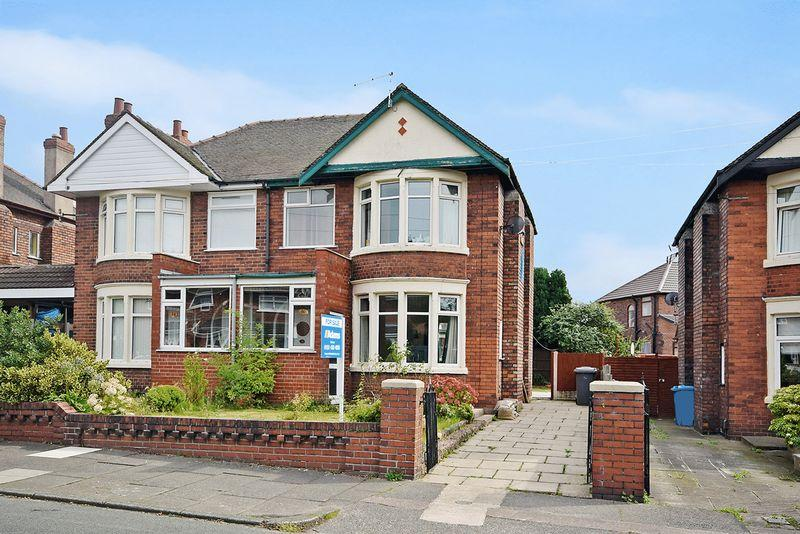 3 Bedrooms Semi Detached House for sale in Crow Wood Lane, Widnes