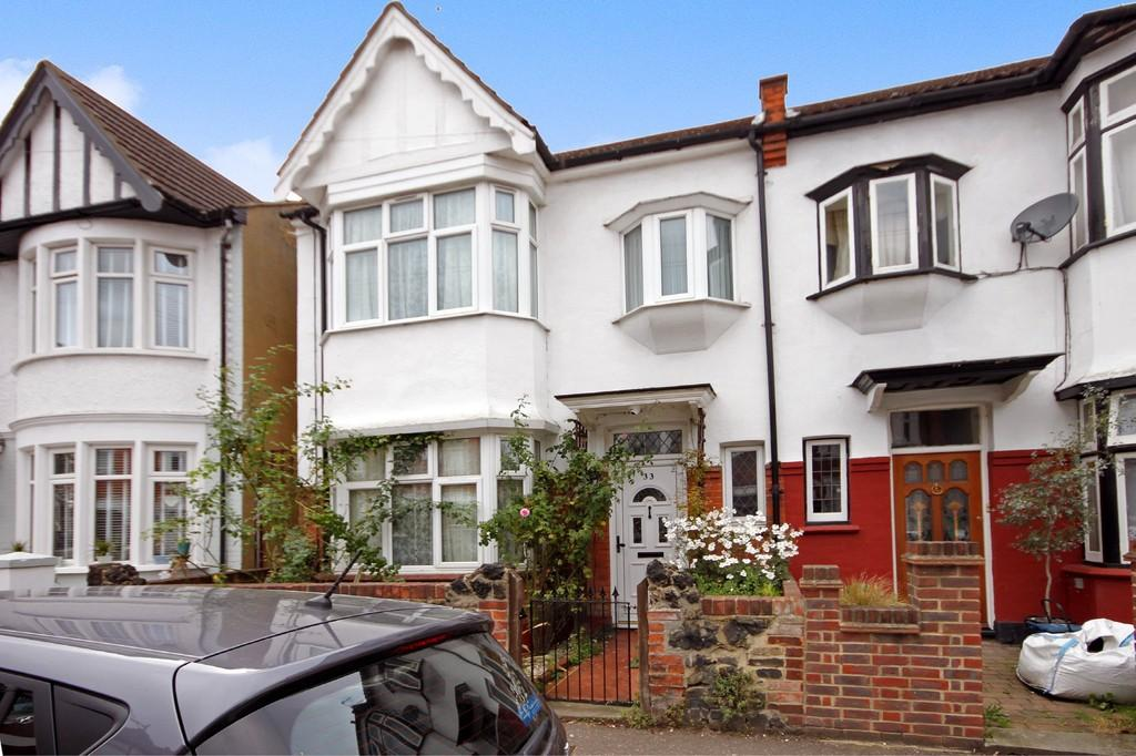 3 Bedrooms End Of Terrace House for sale in Hildaville Drive, Westcliff-on-Sea
