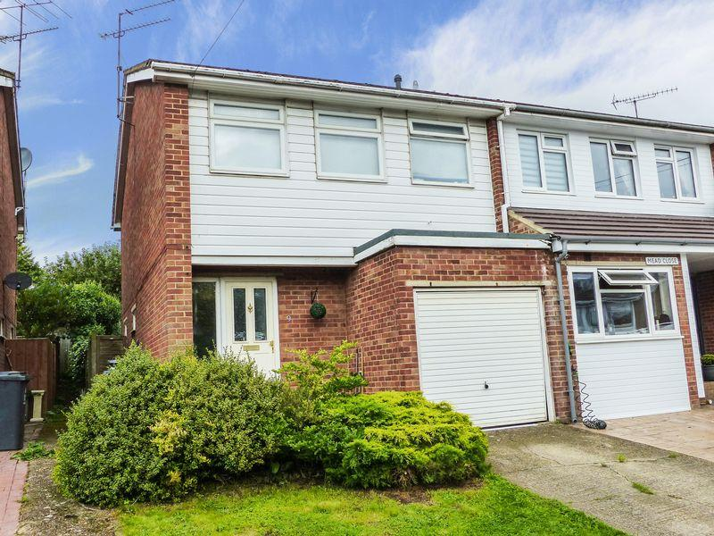3 Bedrooms End Of Terrace House for sale in Mead Close, Marlow