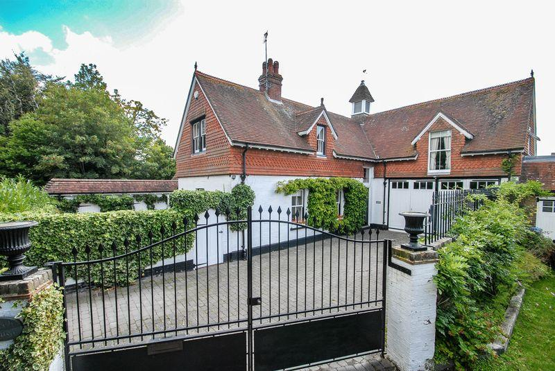 4 Bedrooms Detached House for sale in Halton Shaws, Hurstpierpoint