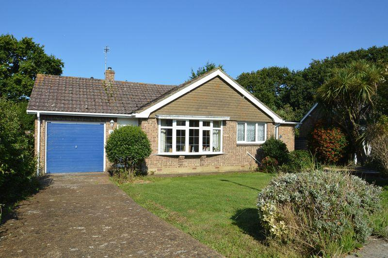 2 Bedrooms Detached Bungalow for sale in FRESHWATER