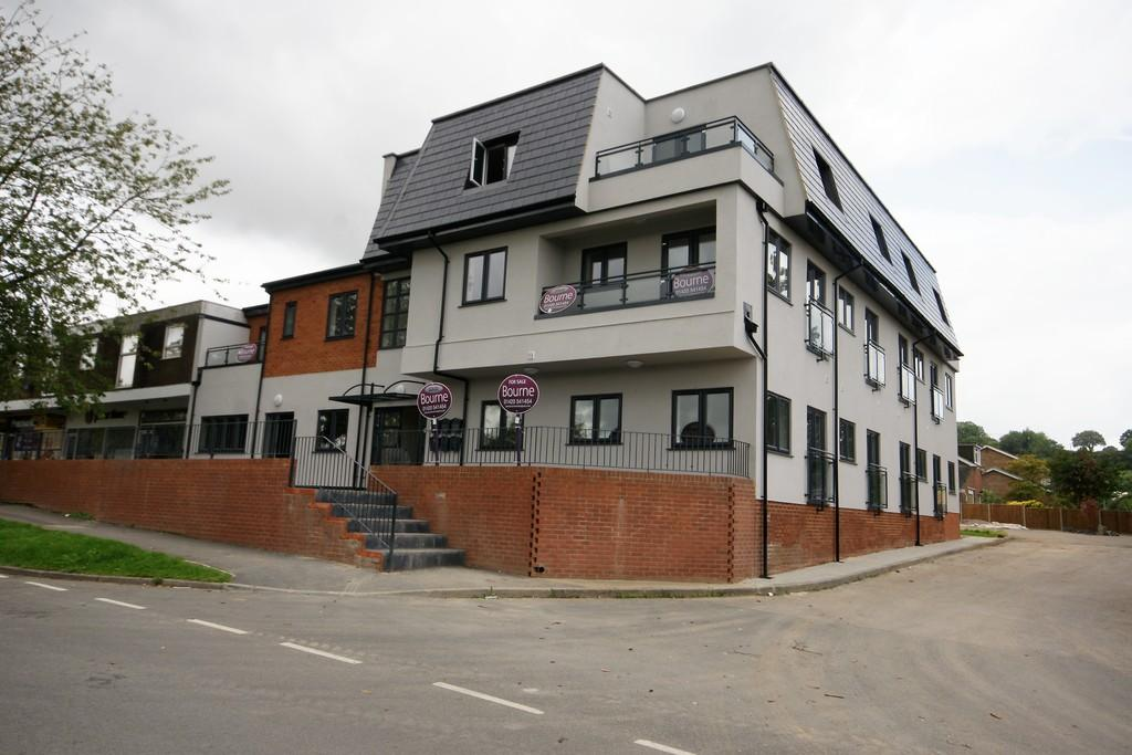 2 Bedrooms Apartment Flat for sale in Ragan Court, Raven Square, ALTON, Hampshire