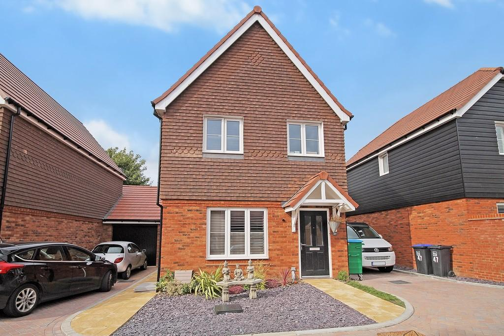 3 Bedrooms Detached House for sale in Skylark Rise, Yeoman Chase, Worthing BN12 6FG