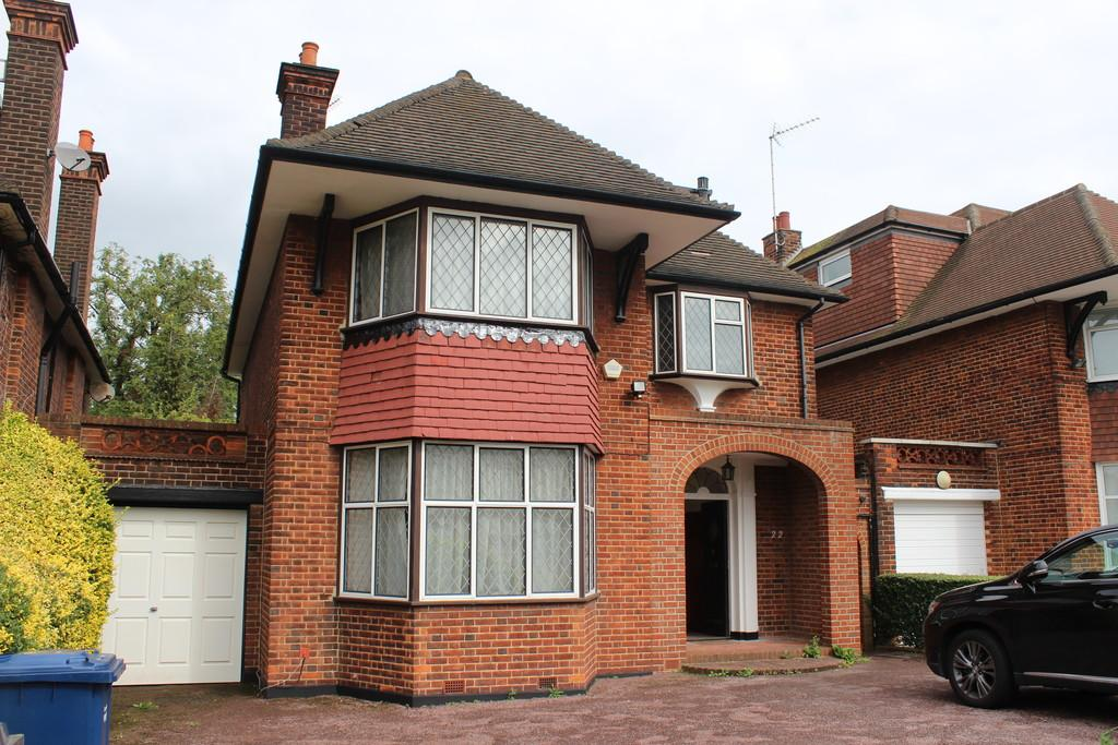 4 Bedrooms Detached House for rent in Manor Hall Avenue , Hendon