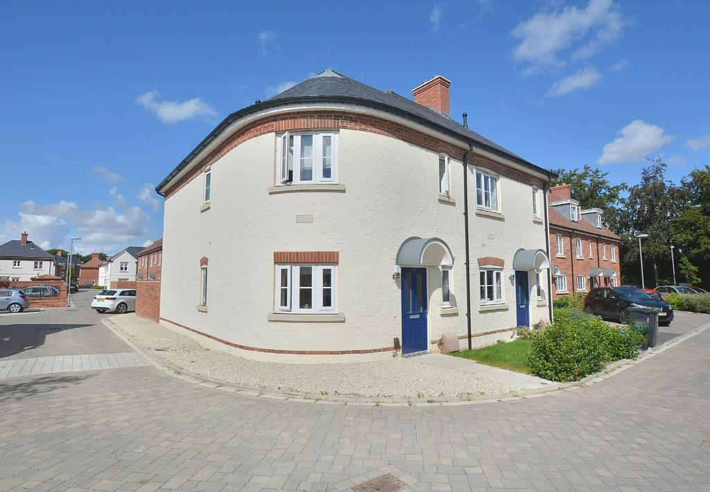 3 Bedrooms Semi Detached House for sale in Fletcher Way, Wimborne