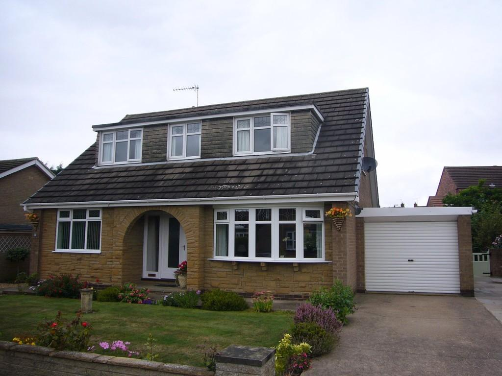 4 Bedrooms Detached Bungalow for sale in Waverley Close, Carlton