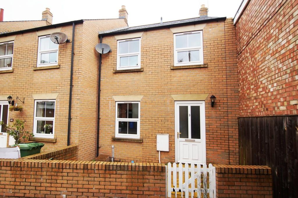 3 Bedrooms End Of Terrace House for sale in 3 Thompson Court, Scarborough