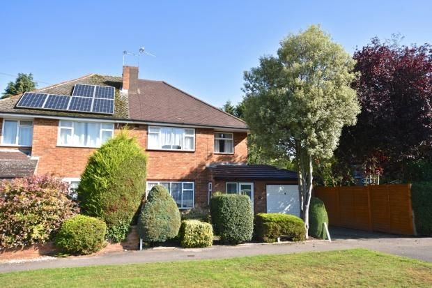 3 Bedrooms Semi Detached House for sale in Bramley Way, Ashtead, KT21