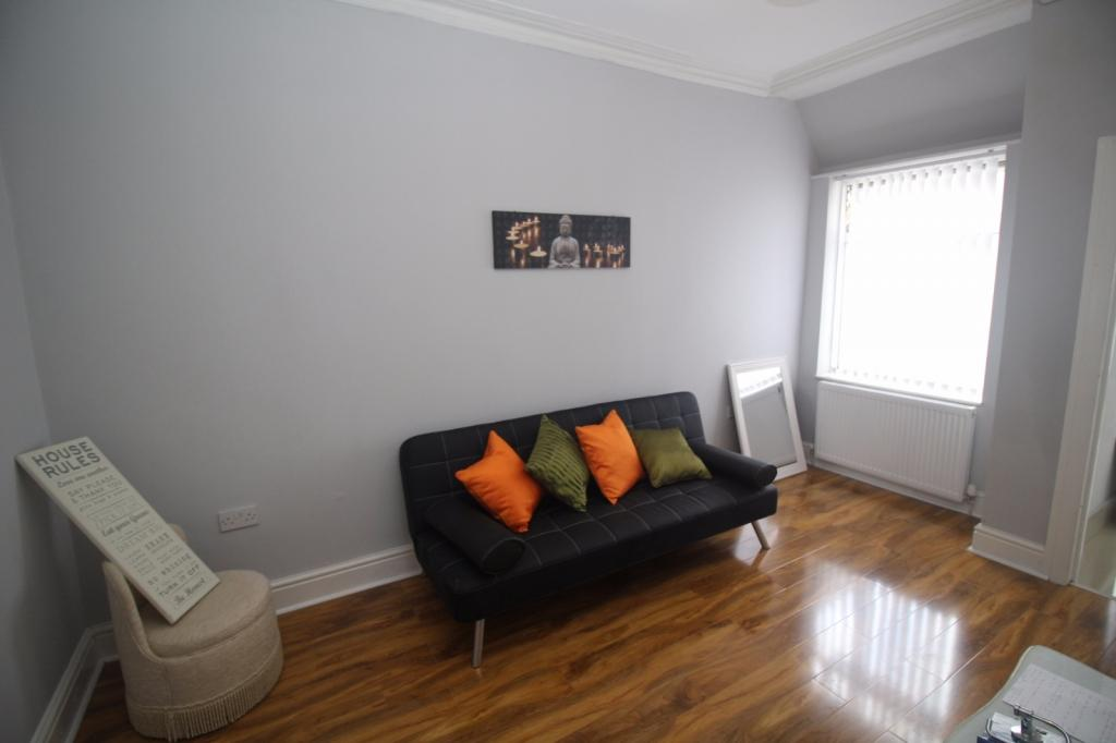 6 Bedrooms End Of Terrace House for sale in Lords Avenue, Salford, M5