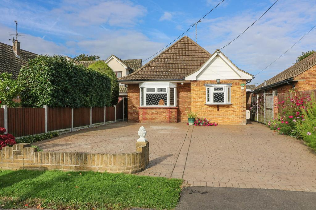 4 Bedrooms Chalet House for sale in Central Avenue, Billericay CM12