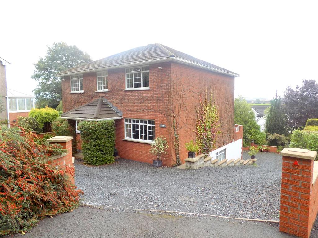 4 Bedrooms House for sale in Back Drive, Neath
