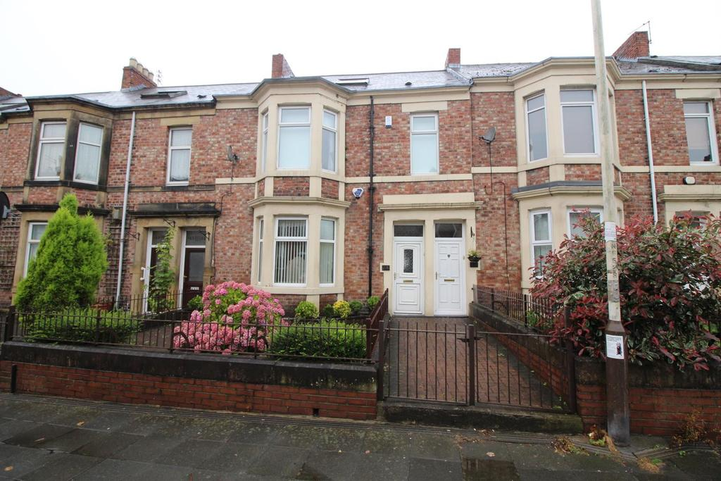 3 Bedrooms Flat for sale in Avenue Road, Gateshead