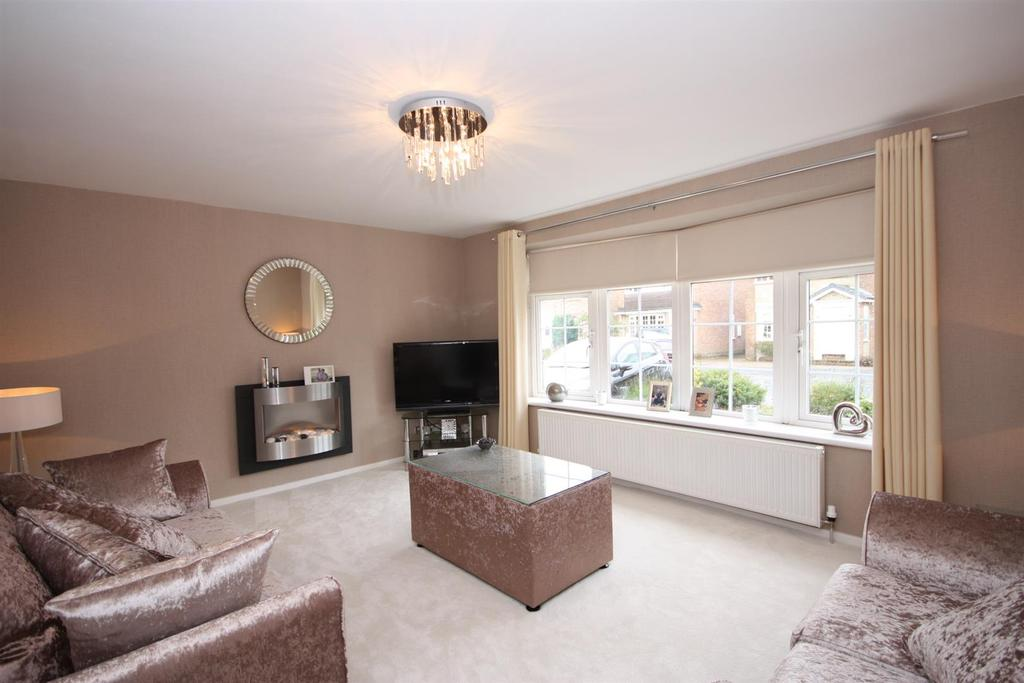3 Bedrooms Detached House for sale in Cricketers Green, Yeadon, Leeds