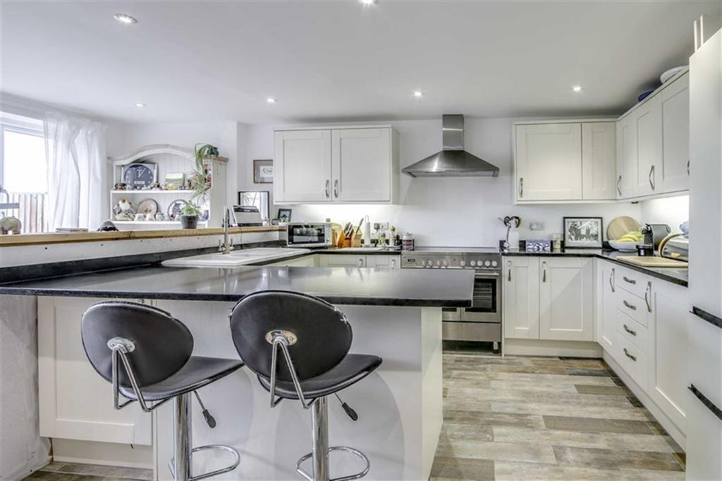 4 Bedrooms Terraced House for sale in Cliff Close, Seaford