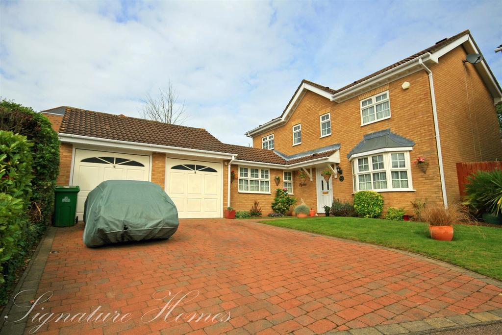 4 Bedrooms Detached House for sale in The Poplars, Cheshunt