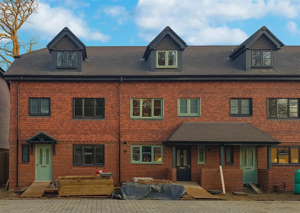 3 Bedrooms Terraced House for sale in Woodland's Edge, Handcross