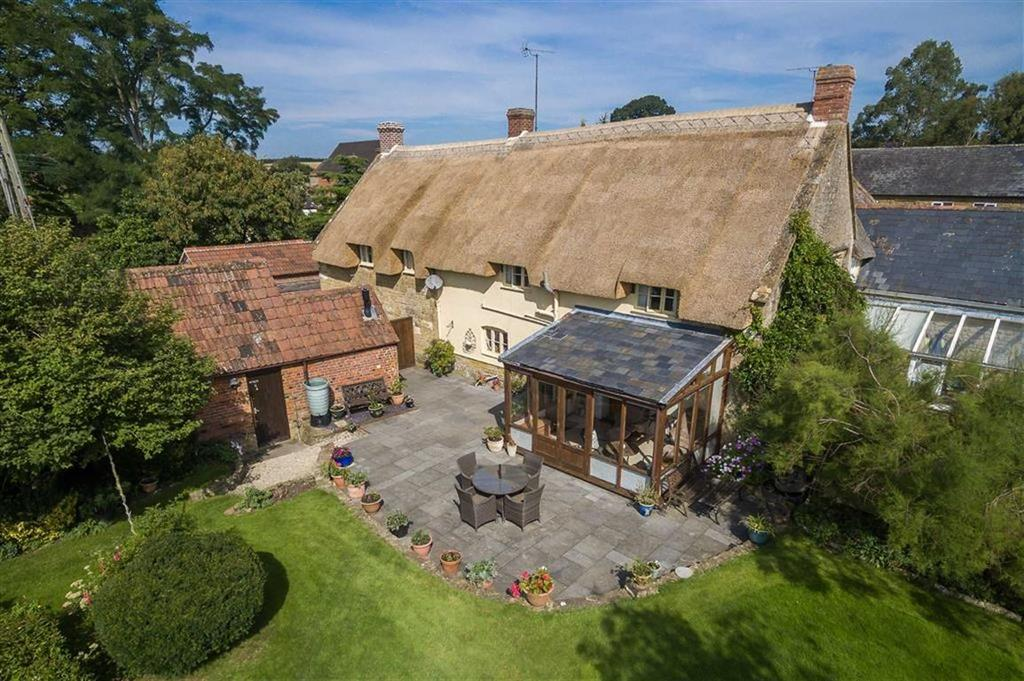 4 Bedrooms Detached House for sale in West Lambrook, South Petherton, Somerset, TA13