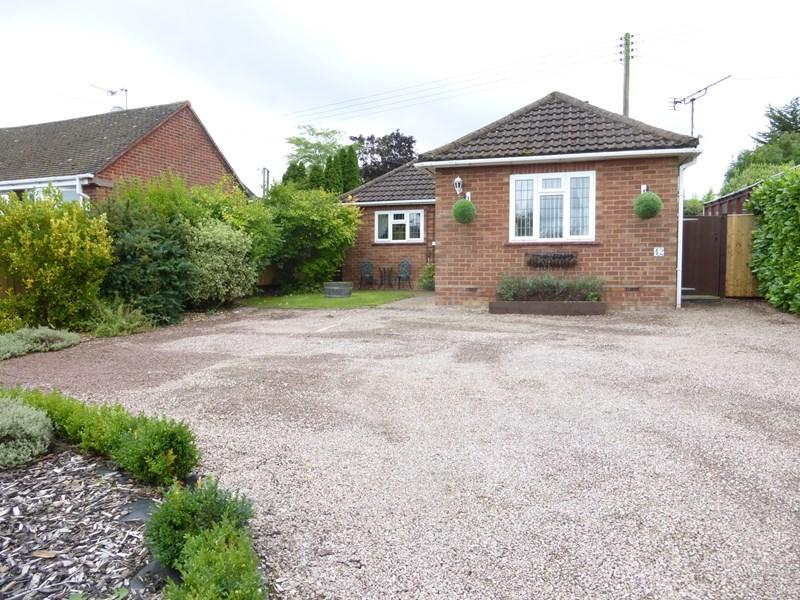 2 Bedrooms Detached Bungalow for sale in Pitchers Hill, Wickhamford, Evesham