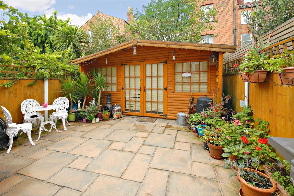 2 Bedrooms Flat for sale in Mackeson Road, London
