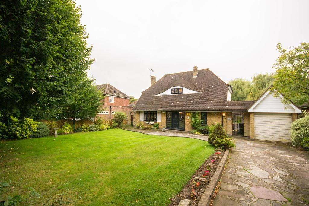 2 Bedrooms Detached House for sale in Heronway, Hutton Mount, Brentwood, Essex, CM13