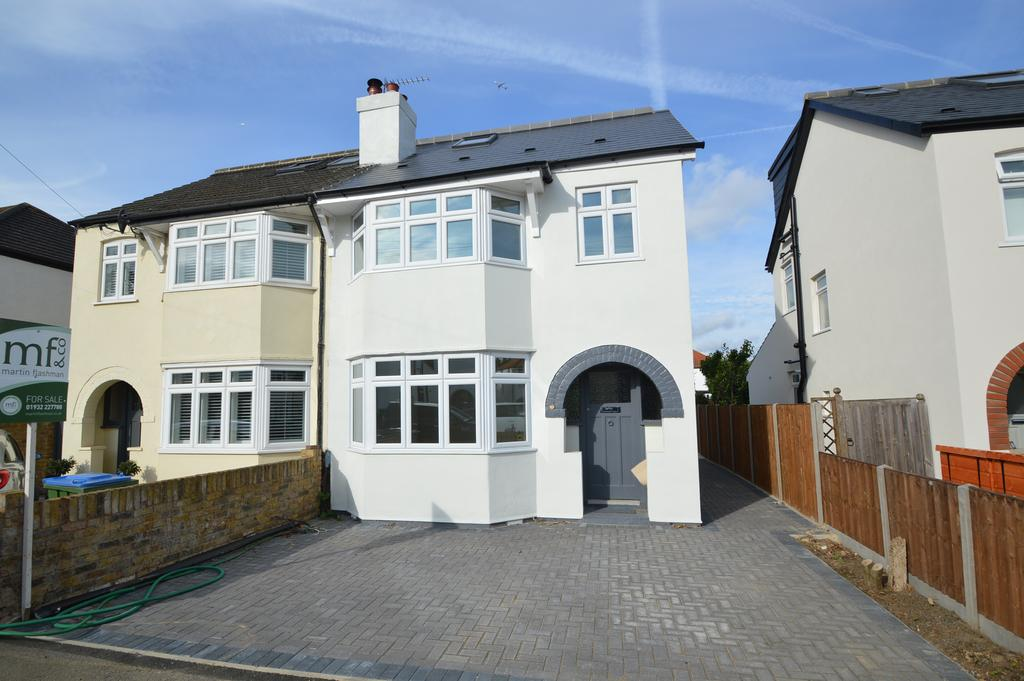 4 Bedrooms Semi Detached House for sale in Melrose Gardens, HERSHAM VILLAGE KT12