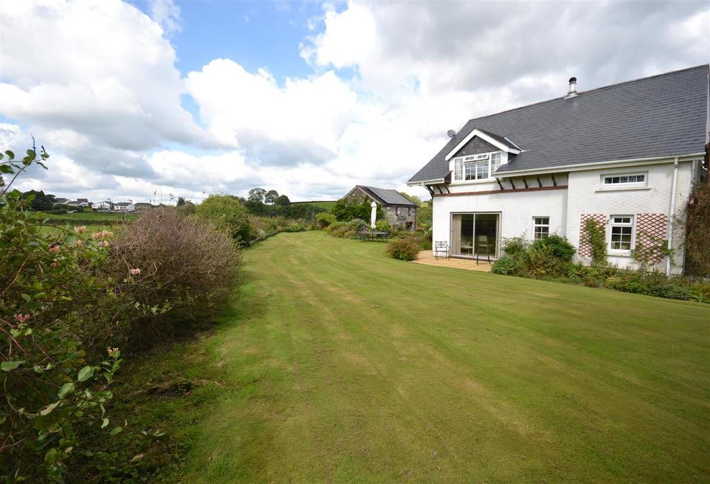 4 Bedrooms Country House Character Property for sale in Rhydargaeau Road, Carmarthen