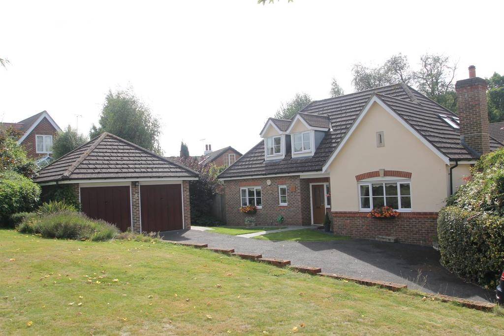 4 Bedrooms Bungalow for sale in St. Francis Close, Penenden Heath, Maidstone