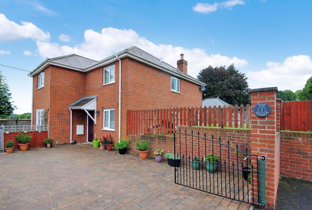 4 Bedrooms Detached House for sale in The Sidings, Bulford, Salisbury, SP4 9DT.