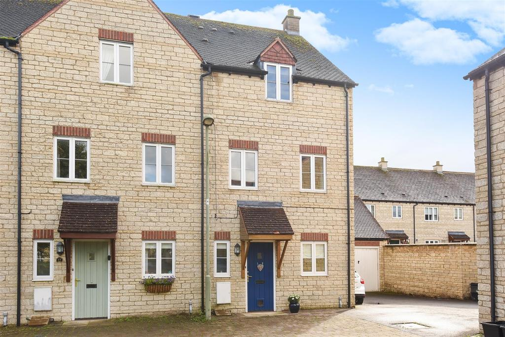 3 Bedrooms Town House for sale in Woodrush Gardens, Carterton