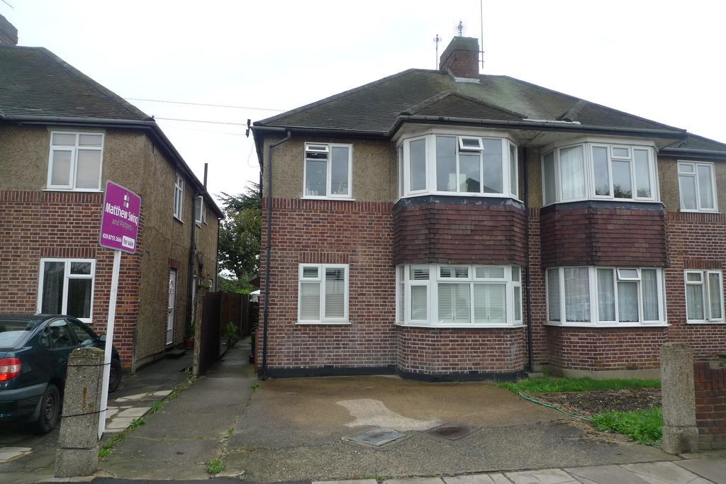 2 Bedrooms Maisonette Flat for sale in Whitton Waye, Whitton TW3
