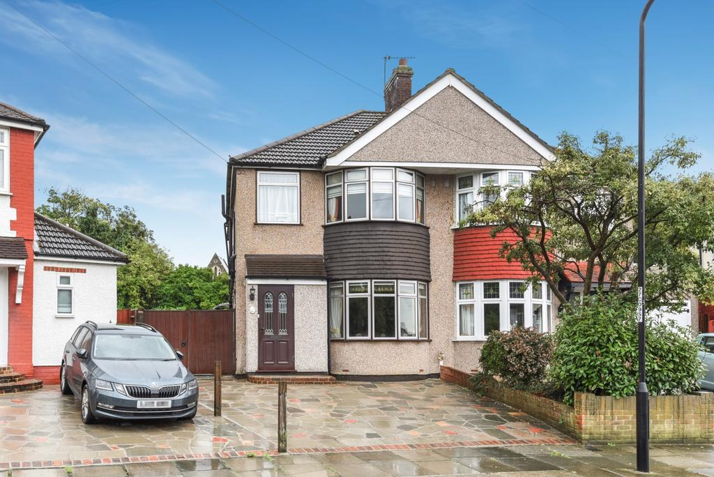 3 Bedrooms Semi Detached House for sale in Mayday Gardens Blackheath SE3