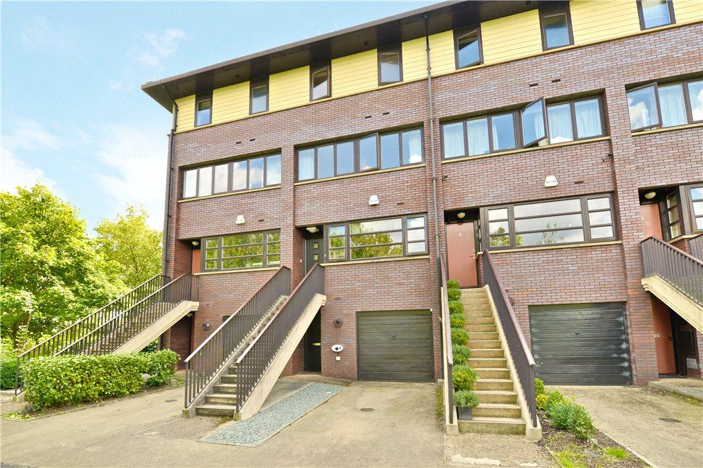4 Bedrooms Terraced House for sale in Mara Place, Campbell Park, Milton Keynes, Buckinghamshire