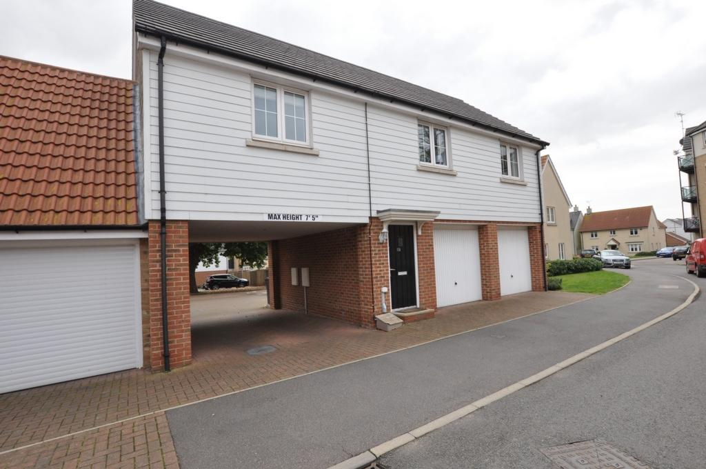 2 Bedrooms Detached House for sale in Blenheim Square, North Weald, CM16