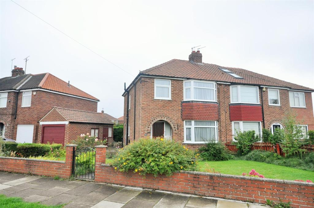 3 Bedrooms Semi Detached House for sale in Cranbrook Avenue, York